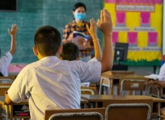 Efectos de forzar la voz con las mascarillas en los docentes